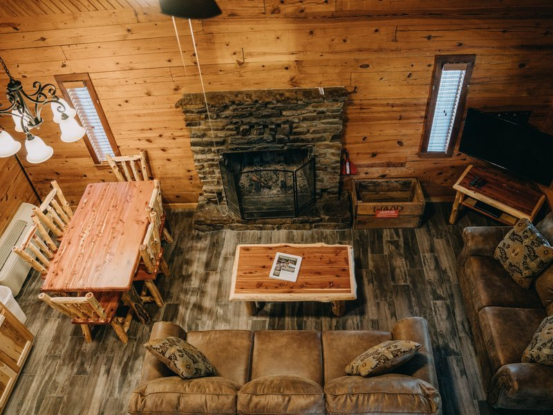 Living area, Ponca Cabin 2