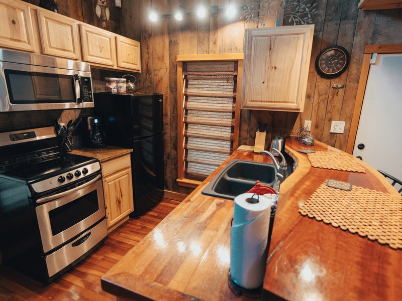 Fully furnished kitchen of the Creekside Cabin