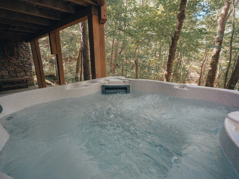 The hot-tub at Mills Cabin.
