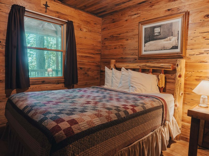 Another view of the Elkhorn Cabin's main bedroom
