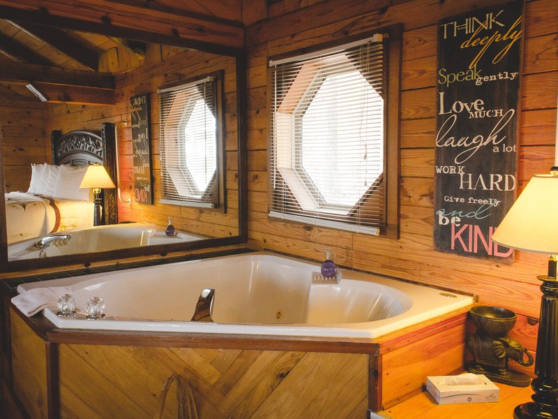Mountain Ecstasy's jacuzzi tub.