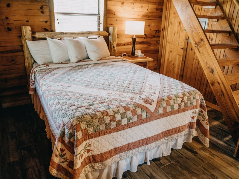 Queen bed on main floor (open floor plan), Ponca Cabin 2