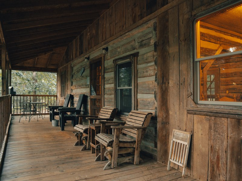 The Elkhorn Cabin's spacious front porch.