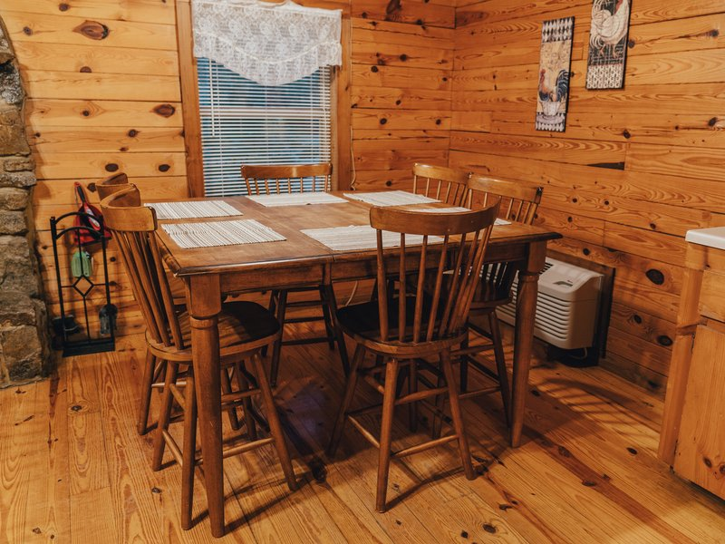 The Magic Cabin's kitchen area (the roomy dining table seats 6)