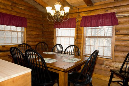 The dining area of the Mills Cabin features a large table that will seat 8 guests.