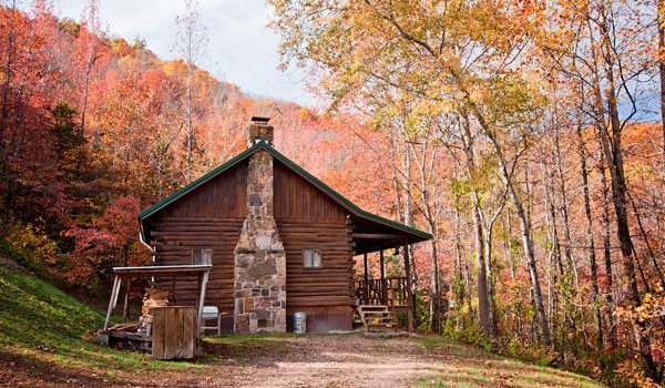 rentals cabin log arkansas springs wooded resort eureka with foliage ozarks cabins acre in hot the fall tubs