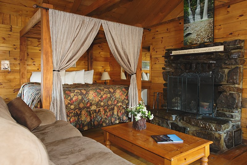 The living area of the Valley Dream Cabin