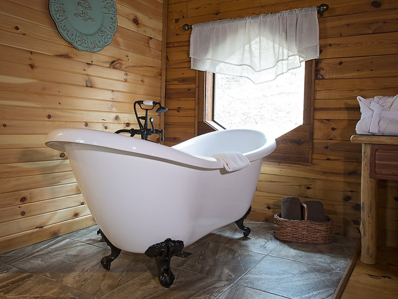 Soak your cares away in the warmth of the Valley Mist's ornate slipper tub!