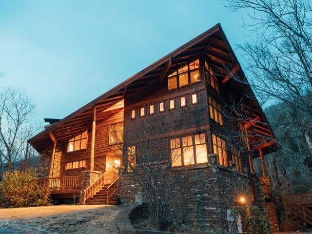 Ponca Creek Lodge is Arkansas's most beautiful lodge for romantic weddings and memorable family reunions.