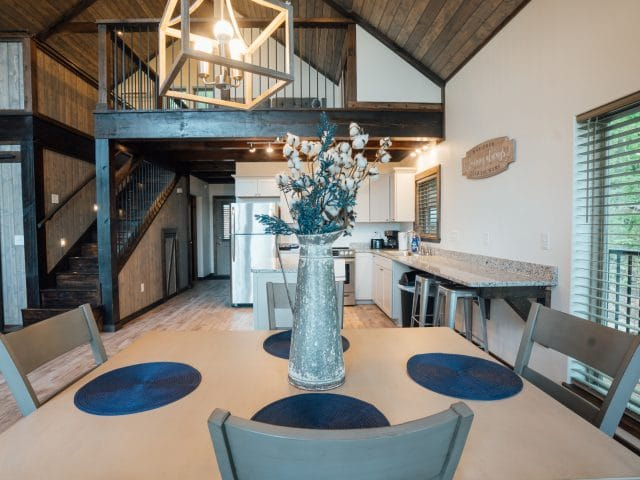 The dining area of the Wanderlust Cabin easily hosts four guests.