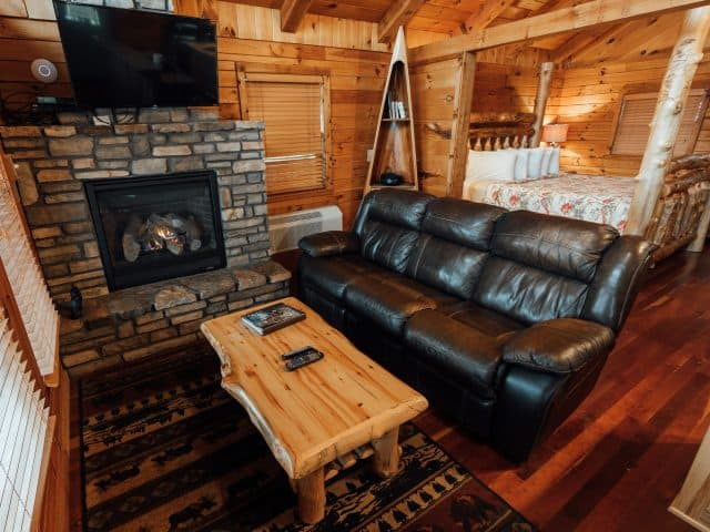 An eXtraordinary romantic getaway awaits you in Cabin X, Arkansas's most popular cabin for couples.