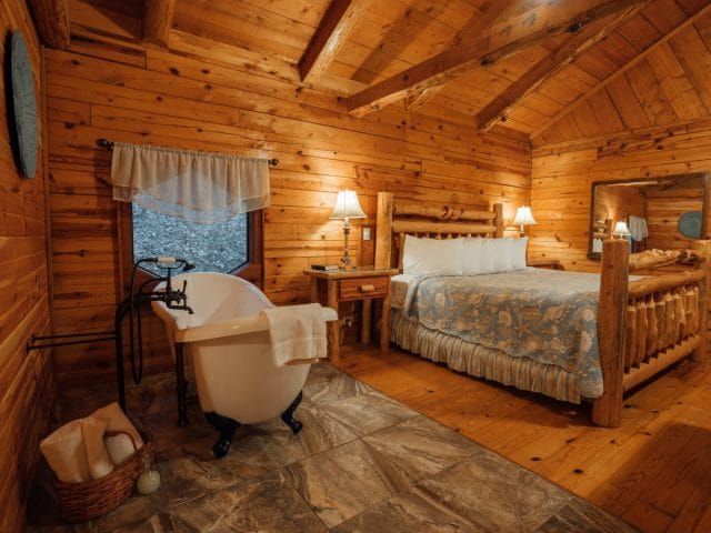 The Valley Secret Cabin's bedside slipper tub and kingsize bed make for a terrific romantic getaway in Buffalo River country.