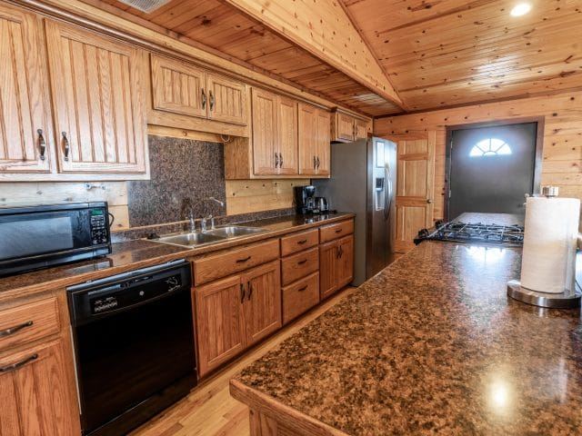 The Mountain Sunset Cabin has a large, fully-appointed kitchen that makes meal prep and clean up easy!