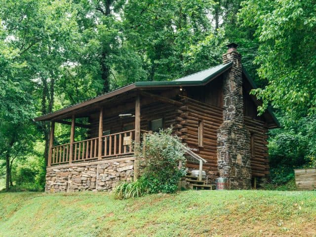 Cabin 1 is conveniently located in Ponca, close to elk watching, trailheads and the river access.