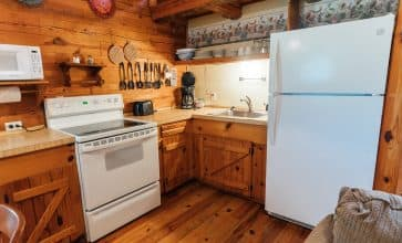 Whip up a terrific breakfast for your family in the Songbird Cabin's fully-appointed kitchen.