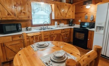 The lovely fully-appointed kitchen of the Valley Dream Cabin.