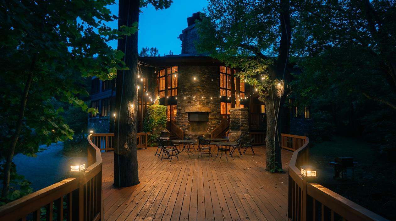 Ponca Creek Lodge at night.
